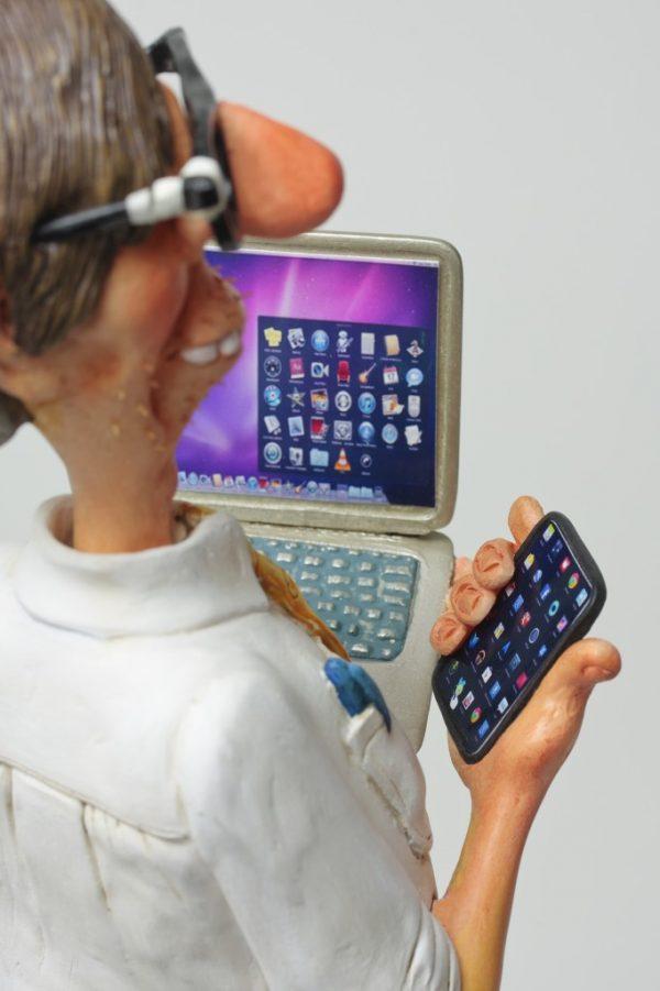 Le Computer Expert 5 682x1024 1