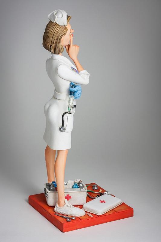 The Nurse • L'Infirmière 3